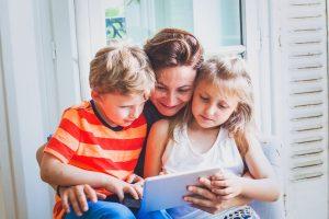 Что и как смотреть малышам