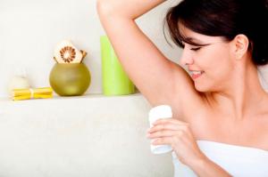 Как избавиться от запаха пота под мышками в домашних условиях?